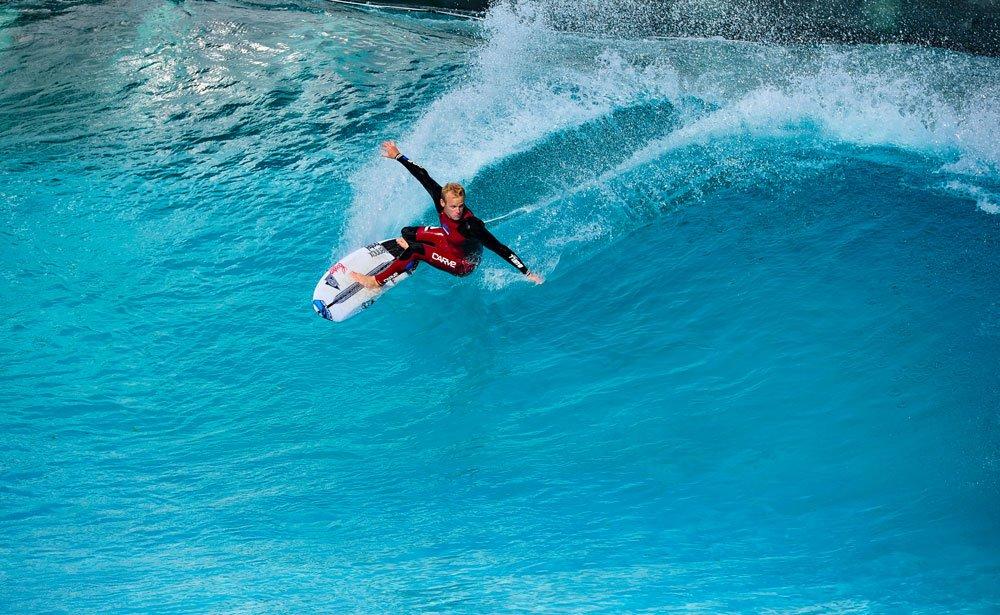 В Геленджике построят серфинг-центр с искусственными волнами