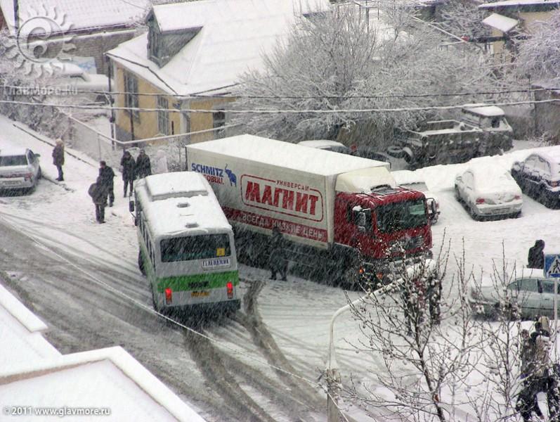 Геленджик завалило снегом фото 45