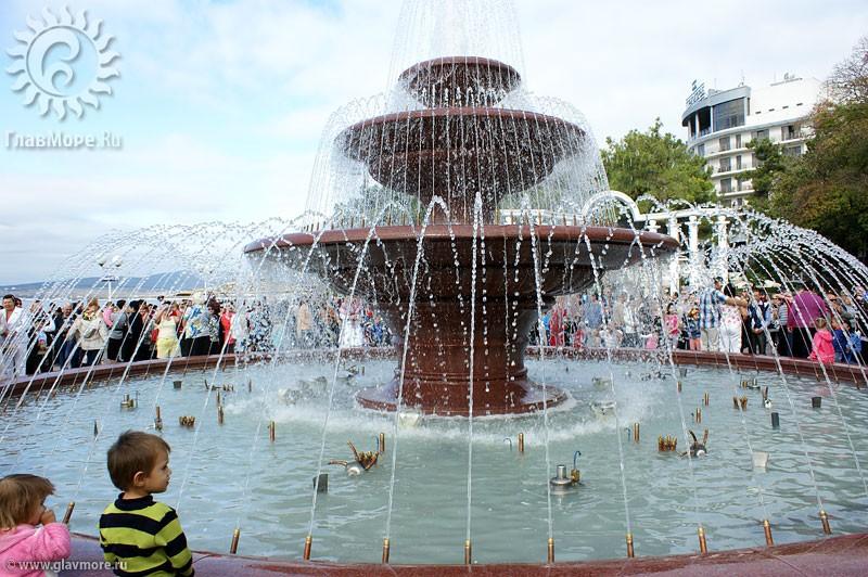 Новый фонтан в Геленджике фото 11